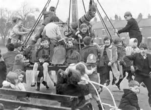 Children in Belfast Park WWII